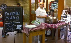 Burrata making in store